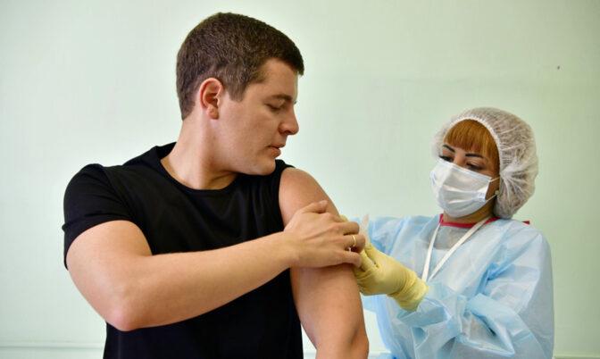 Дмитрий Артюхов призвал жителей региона к вакцинации в майские праздники