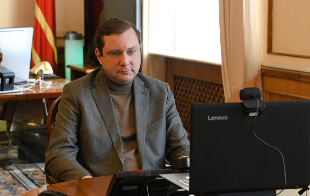 Островский принял участие в заседании круглого стола о социально значимых проектах семьи и детства
