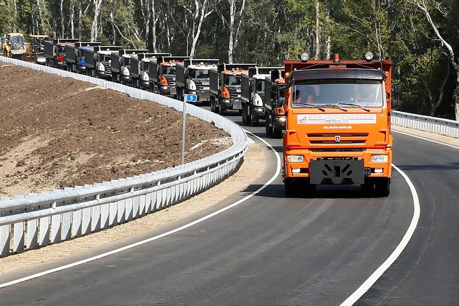В 2021 году в Динском районе Краснодарского края отремонтируют более 300 км асфальтированных и гравийных автодорог