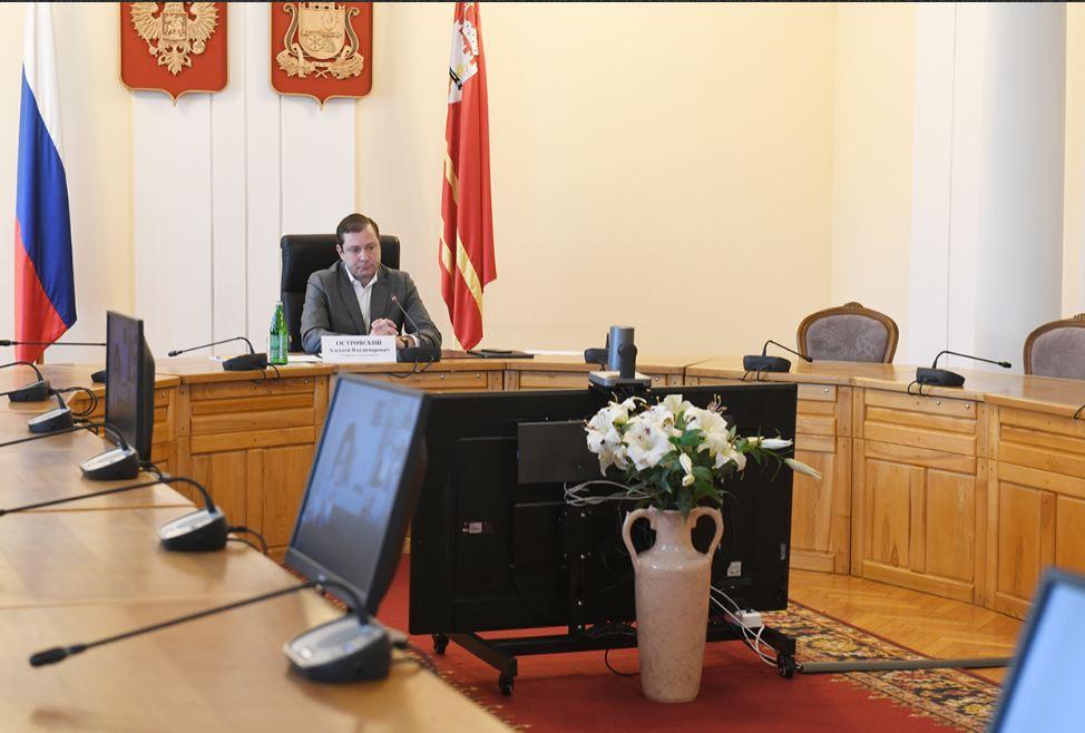 Вопросы вакцинации населения от COVID-19 обсудили в Администрации Смоленской области