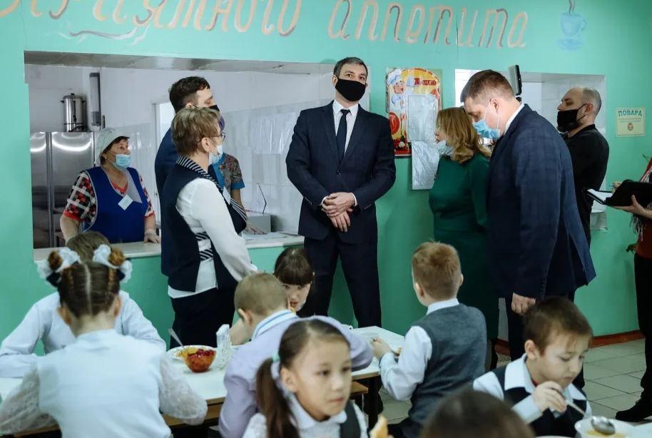 Амурский бюджет направил 75 млн руб на поддержку выпускников педвузов, ставших школьными учителями