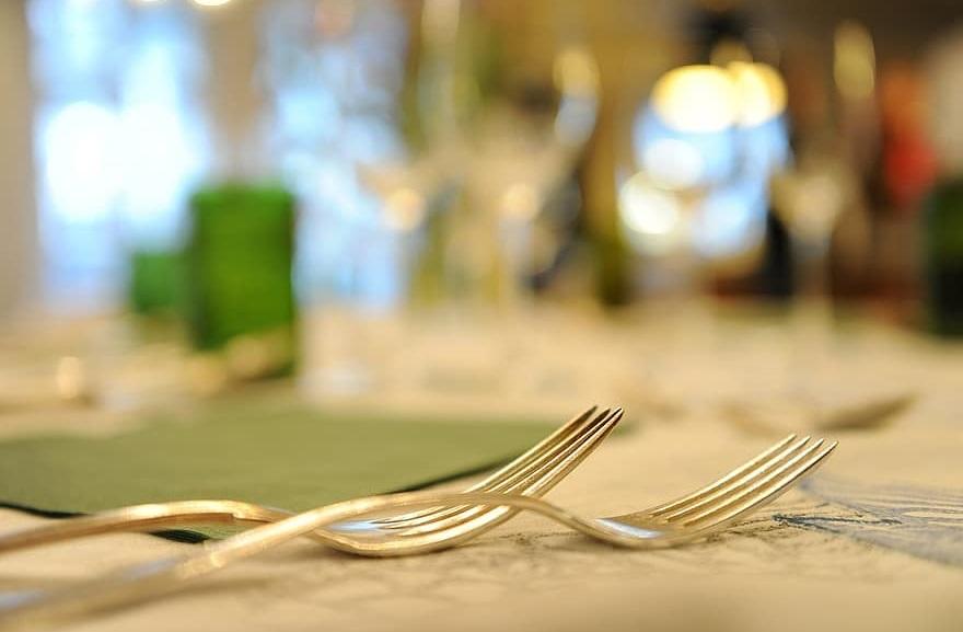 Уже 9 калининградских кафе и ресторанов будут обслуживать привитых от ковида по ночам