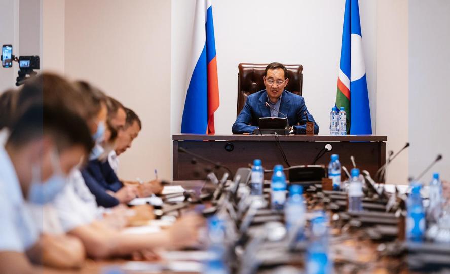 Айсен Николаев дал поручения по мерам поддержки пострадавшим при пожаре в Бясь-Кюёль
