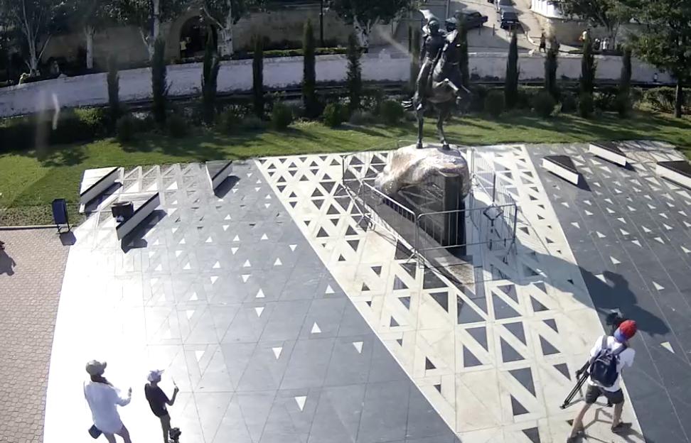 Вандалы оторвали саблю от памятника Котляревскому в Феодосии