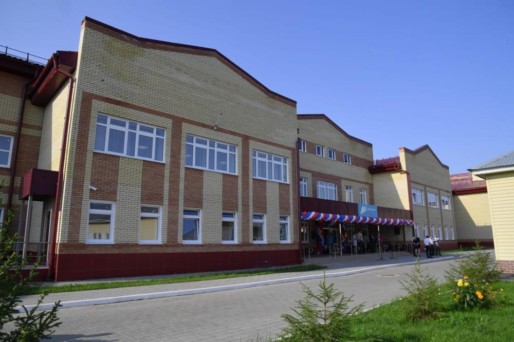 Губернатор Омской области Александр Бурков открыл новый жилой корпус в интернате для людей старшего поколения