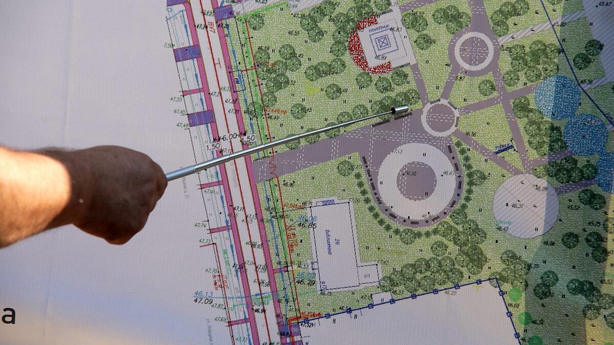 Томский губернатор проверил в северном селе ремонт парка и стадиона и заставил переделать газон