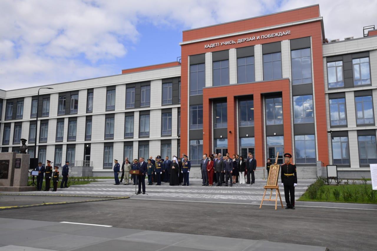 Командующий ВДВ России и губернатор Омской области открыли новый кадетский корпус в Омске