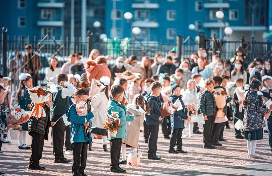 Айсен Николаев: Благодаря поддержке Президента Владимира Путина проблему по школам города Якутска будем решать динамично