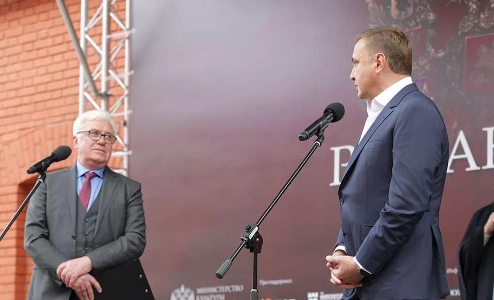 Алексей Дюмин поблагодарил организаторов выставки «Романовы» в Туле