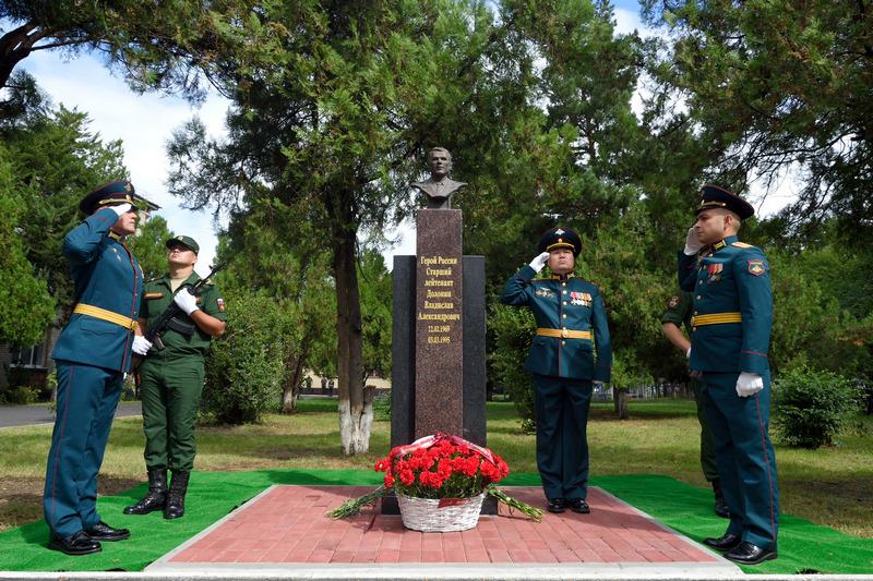 В Адыгее открыли памятный бюст Герою России Владиславу Долонину