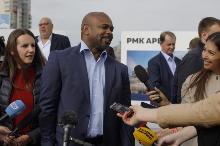 В Челябинске звёзды мирового спорта дали старт стройке крупнейшей на Урале арены